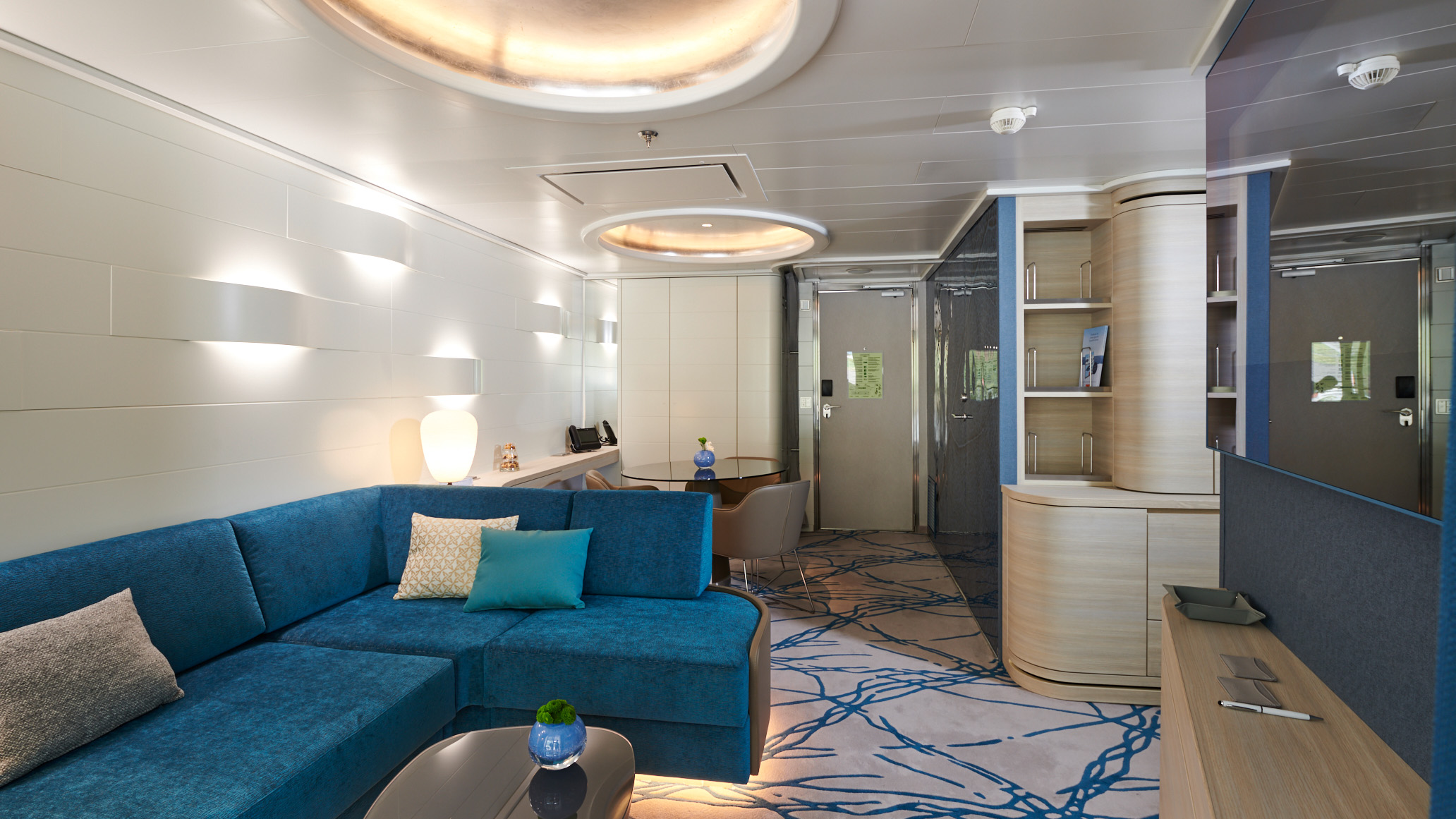 Hapag Lloyd Hanseatic Nature Spirit Junior Suite 2.jpg
