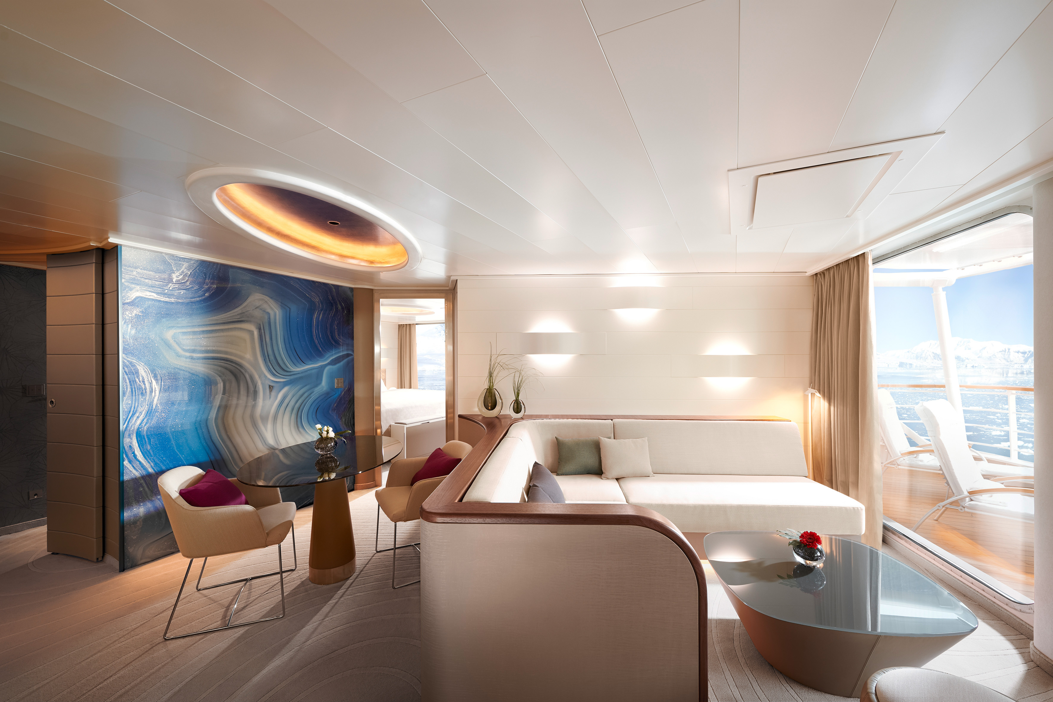 Hapag Lloyd Hanseatic Nature Grand Suite 3.jpg