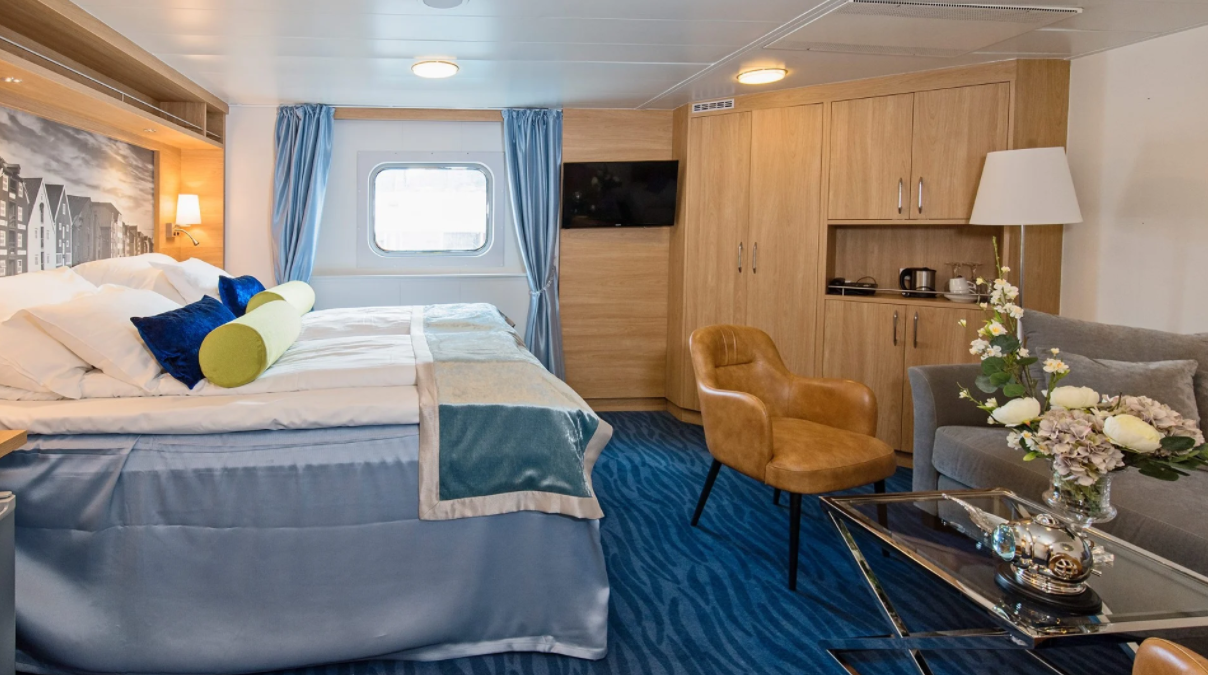 Hurtigruten - MS Polarlys - Expedition Suite Q4.png